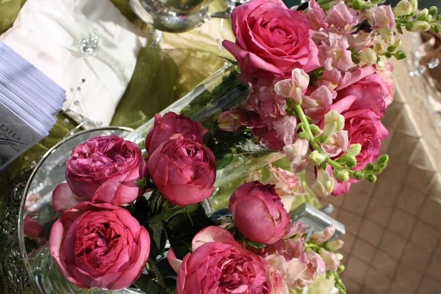 garden_roses__snaps_and_silver_reception_centerpiece.jpg